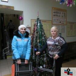 Волонтеры передали инвалидную коляску нуждающемуся ребенку